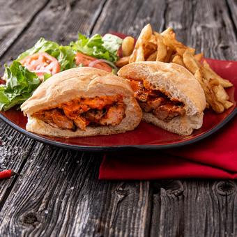 Sandwich au poulet mariné